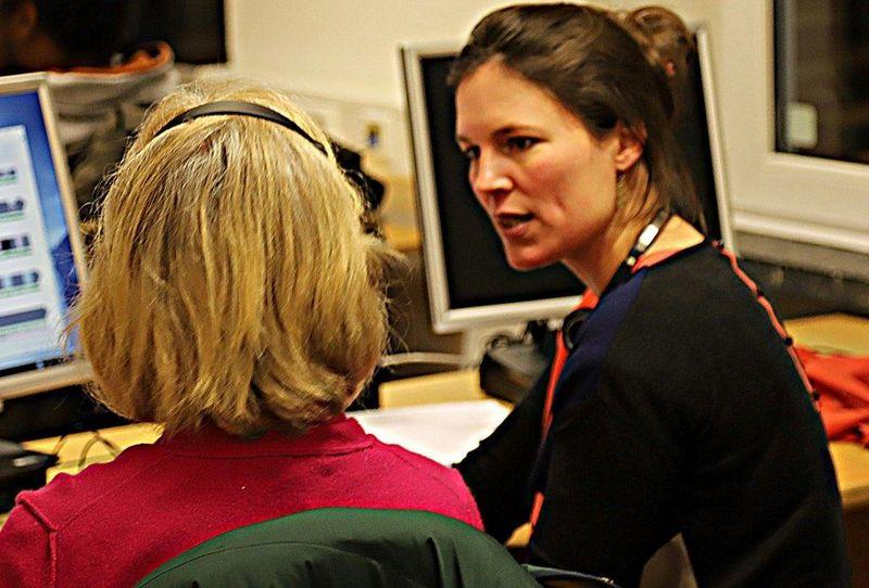 Beim PC-Training im Schulungsraum des Volksvereins